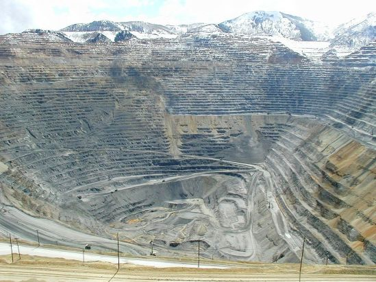 1200px-Bingham_mine_5-10-03